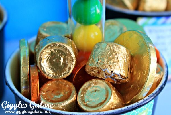 St. Patrick�s Day Bubble Gum Rainbow and Pot of Gold