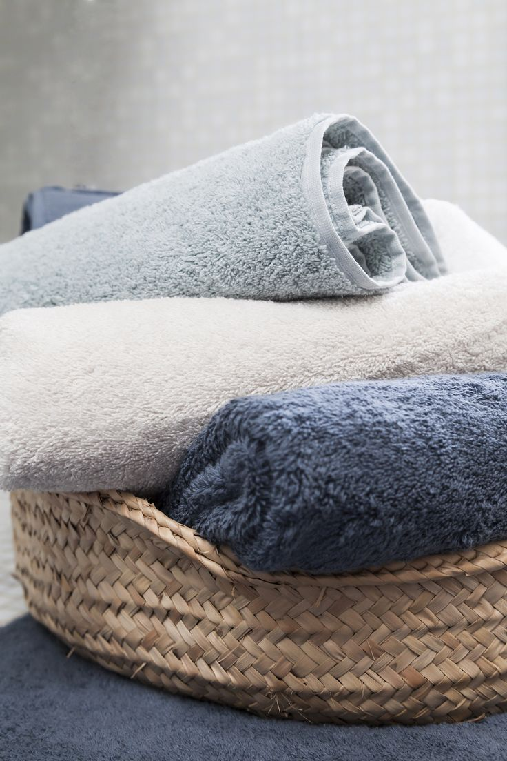 100% cotton terry bath towels. Different sizes, different colors.