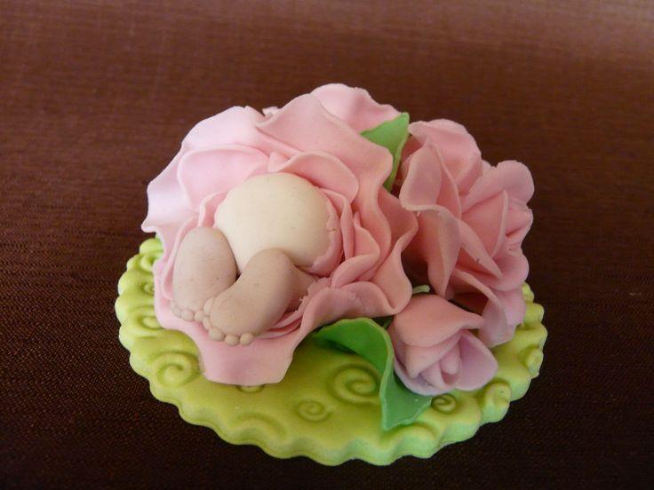Ozdoba cukrowa - róże z dzidzią Gumpaste Fondant