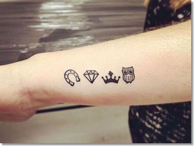 Tatuagens pequenas no pulso