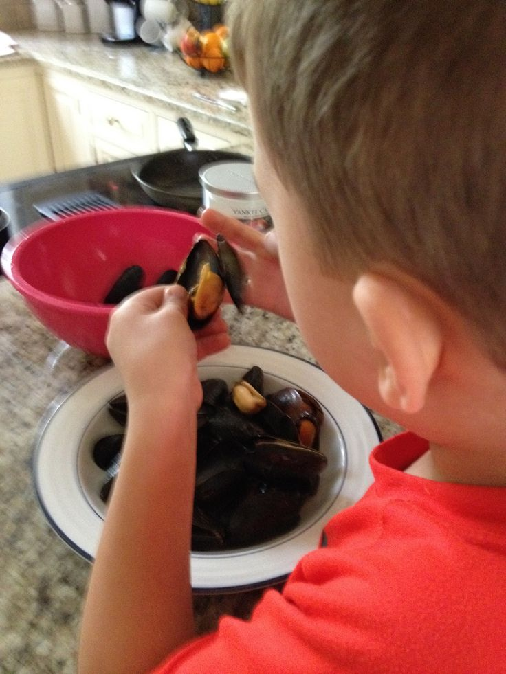 4years old and lovin mussels.🌊