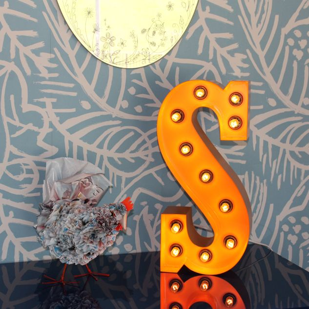 Letra decorativa iluminada con bombillas. #megustadecorar #letrasdecorativas www.letrasydecoracion.es