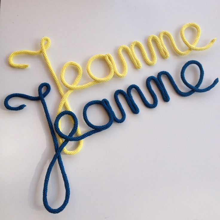 Jeanne au carré (jaune citron et bleu canard) Prénom en laine - Mot en tricotin