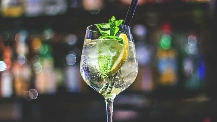 Hugo cocktail, Spritz bianco con sciroppo di melissa Prosecco e menta