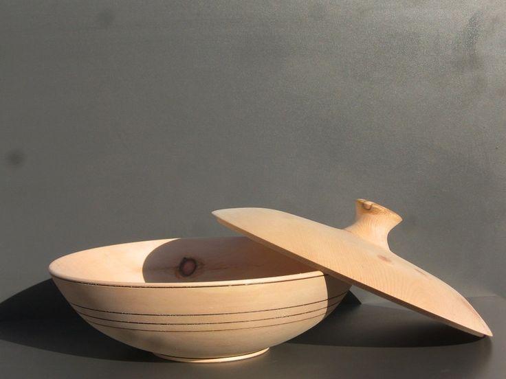 Brotkörbe - Brottopf aus Zirbenholz - ein Designerstück von weberpelchenhofen bei DaWanda