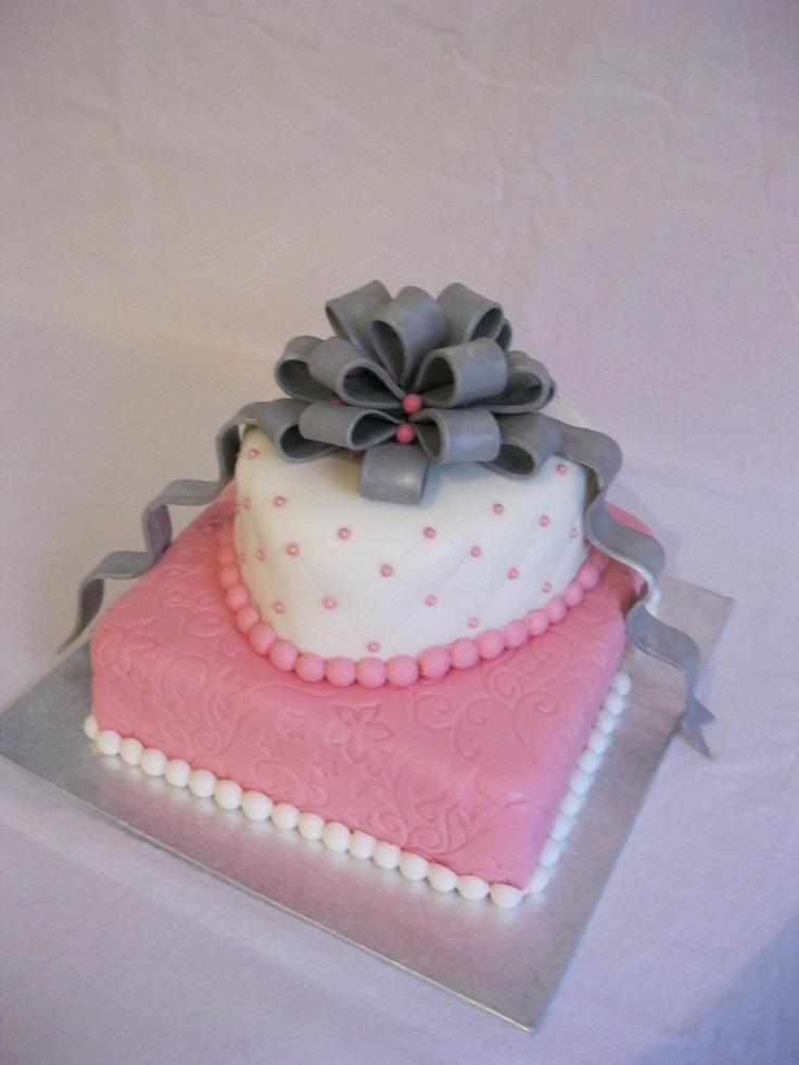 #bruidstaart Zilveren lussenstrik taart