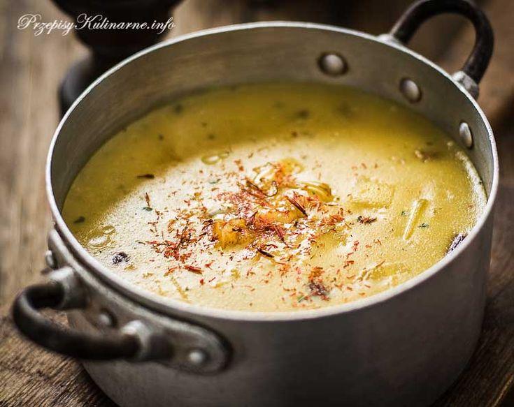Znakomity przepis na pyszną zupę z ziemniaków. Do jej wykonania oprócz ziemniaków potrzebujesz: wywaru, mleka, mąki oraz przypraw. Jest naprawdę smakowita i prosta w przyrządzeniu.
