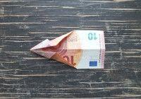 Geldschein falten Fisch Schritt 3 untere linke und obere linke Ecke zur Mitte falten