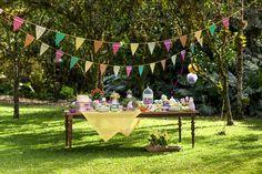 Espaços ao ar livre são cenários inspiradores para festas infantis, deixando as crianças bem à vontade para brincar e curtir os amigos.
