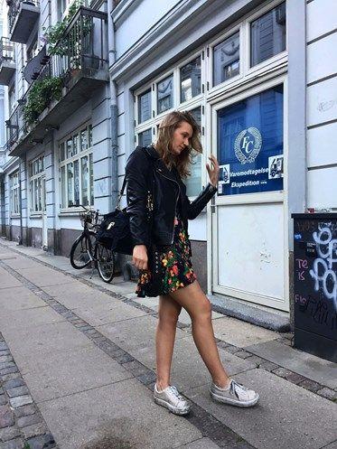 To top glade veninder med en kærlighed til mode, mad og musik. Dette er vores glitrende platform hvor det handler om designertasker, onlineshopping og streetstyle - din go2 shoppeguide til en københavner-smart stil. Velkommen til copenhagenshopper! Kontakt os på copenhagenshopper@gmail.com