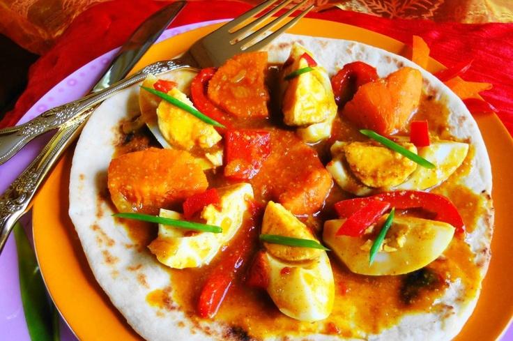 Roti Masala Pleasure (roti plezier met hardgekookte eieren op masala)