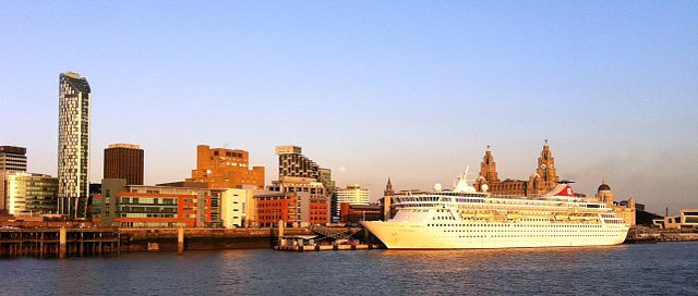 A cruise ship at the Liverpool Cruise Terminal. Photo by Badgernet.