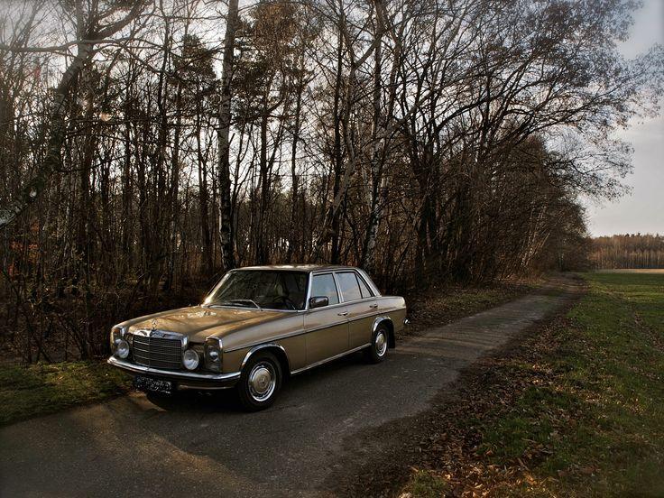 Gold Mercedes Benz W115, 1976, Poland