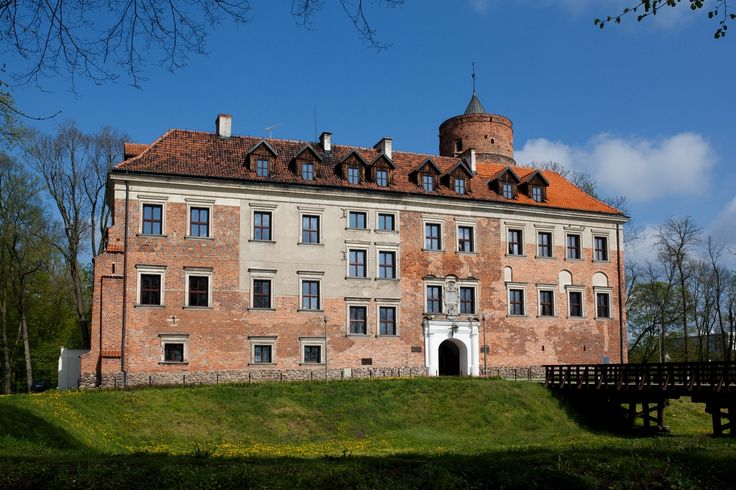 Castle Uniejów: museum, hotel and restaurant. Visit the 14th century castle and…
