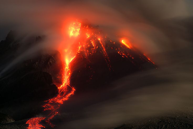 Incandescent pyroclastic flow from Montserrat's Soufrière Hills volcano at night (Photo: marcofulle)   pinned by haw-creek.com