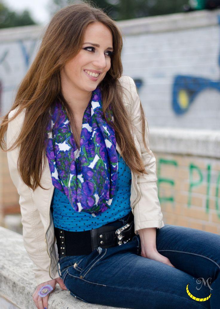 Milly indossa un foulard di cotone impreziosito da perline:  http://www.alittlemarket.it/sciarpe-foulard-cravatte/it_foulard_di_cotone_decorato_con_perline_sciarpa_-13695013.html Malice, malice's, craftland, craft, riciclo, creativo, riuso, creative, recycling, reuse, reuso, reciclaje, artigianato, italiano, artesanato, italian, handicraft, eco, friendly, ecofriendly, Originale, colorato, curioso, insolito, per lei, artigianali, inusual, raro, foulard, bufanda, head ,scarf…