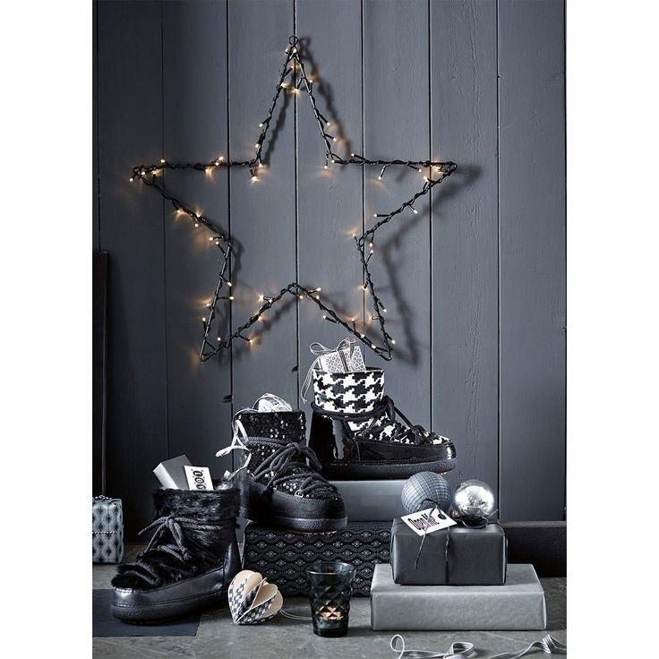 Verwunschener Eyecatcher für den weihnachtlich geschmückten Garten mit Metallöse zum Aufhängen - beleuchtet wird dieser filigrane, mit einer LED-Lichterkette umwickelte Stern zum traumschönen Akzent. #Deko #Weihnachten #Living #Impressionenversand