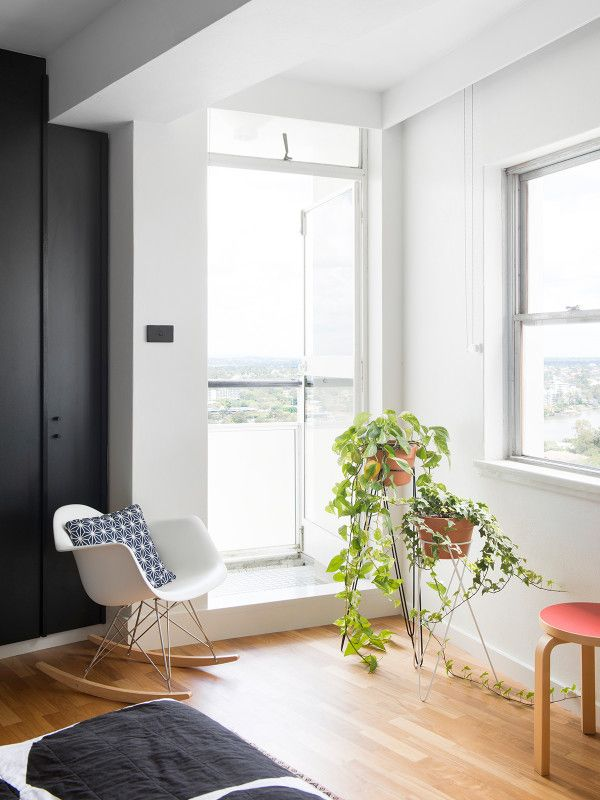 The home of Aaron Peters and Rebecca Pouwer in Brisbane's iconic Torbreck apartment building. Photo – Mindi Cooke. Production – Lucy Feagins / The Design Files.