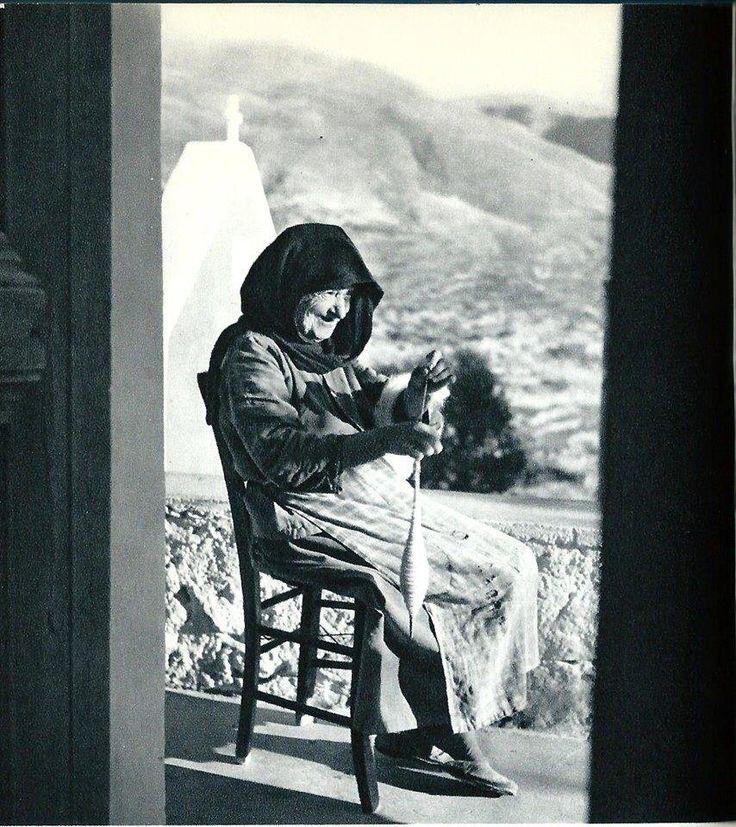 Η ζωή των ανθρώπων της παλιάς Κρήτης.Άγνωστος φωτογράφος