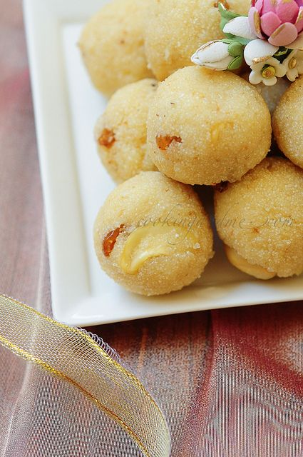Rava Ladoo-Rava Laddu Recipe-Diwali Sweets Recipe by Nags The Cook, via Flickr | Traditional sweets made with semolina, butter, raisins, cashews and cardamom