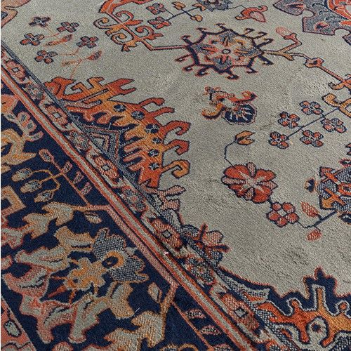 Karpet Raz heeft een klassieke look, maar dit vloerkleed is toch uiterst modern.  Materiaal: 85 % viscose, 15 & polyester