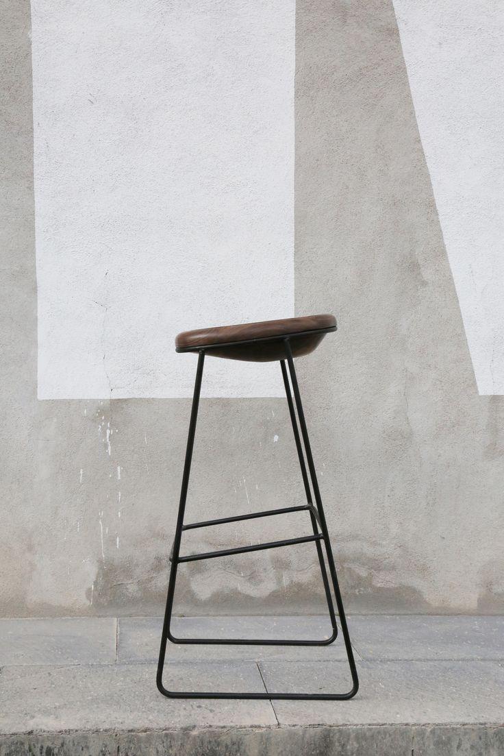 High sled base walnut stool with footrest OSKAR - @Namuhmex