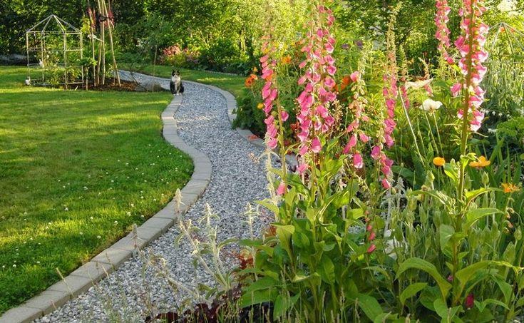 Allée jardin en gravier, ardoise et bois –créer une allée ...