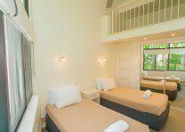 Little Cove Court - 2 Bedroom 2 Bathroom Penthouse 2 Single Beds - Little Cove Townhouses