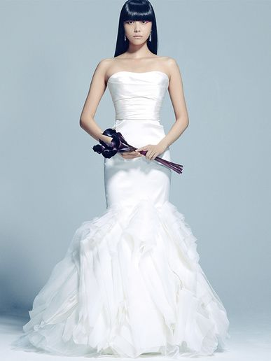 ハツコ エンドウ ウェディングス(Hatsuko Endo Weddings) 銀座店 ドラマティックな雰囲気で花嫁を引き立てるフィット&フレアライン