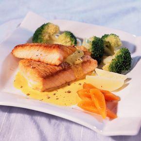 Découvrez la recette Filets de saumon sauce au curry sur cuisineactuelle.fr.
