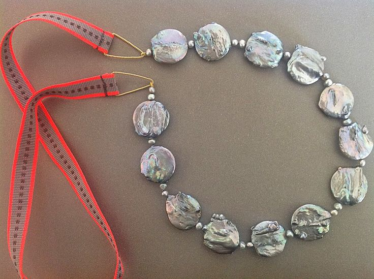 Bellas bedrifter: Nyt forsøg med de store flade perler...