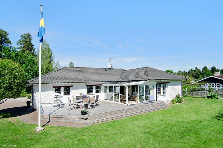 Villa till salu på Skyttevägen 11b i Fristad - Mäklarhuset