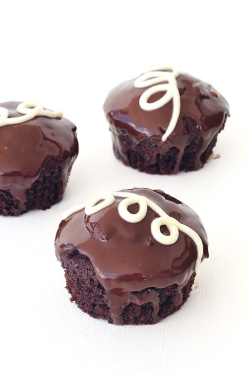 Sweet Tooth Girl | sweetoothgirl: Ding Dong Cupcakes