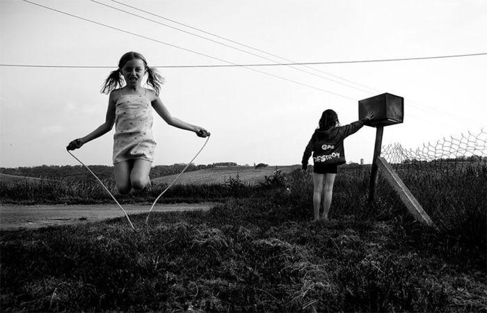 Фотография: «Ах, детство, детство!»: счастливый отец шестерых детей запечатлел самые яркие моменты из жизни своих дочерей и сыновей http://kleinburd.ru/news/fotografiya-ax-detstvo-detstvo-schastlivyj-otec-shesteryx-detej-zapechatlel-samye-yarkie-momenty-iz-zhizni-svoix-docherej-i-synovej/