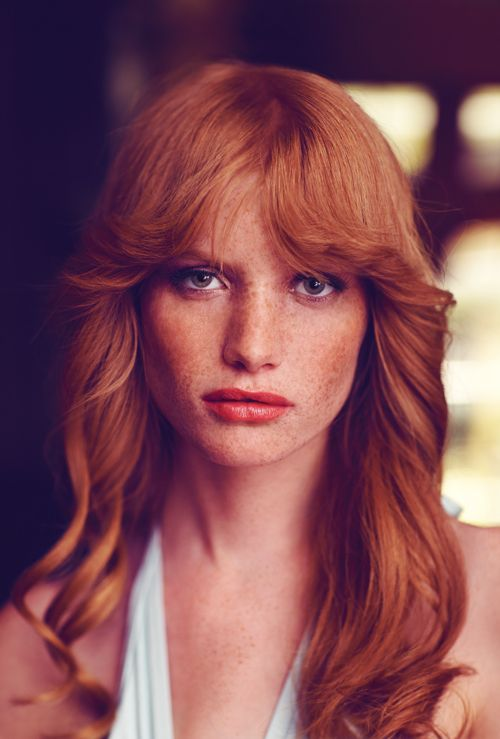 Cool way to do '70s hair and bangs.