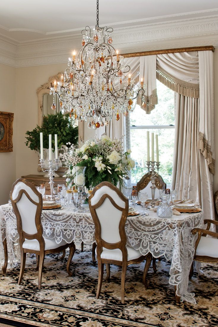 Christmas Decor Ideas From A Chattanooga Home Dining Room Design Modern Modern Dining Room Dining Room Tablecloth