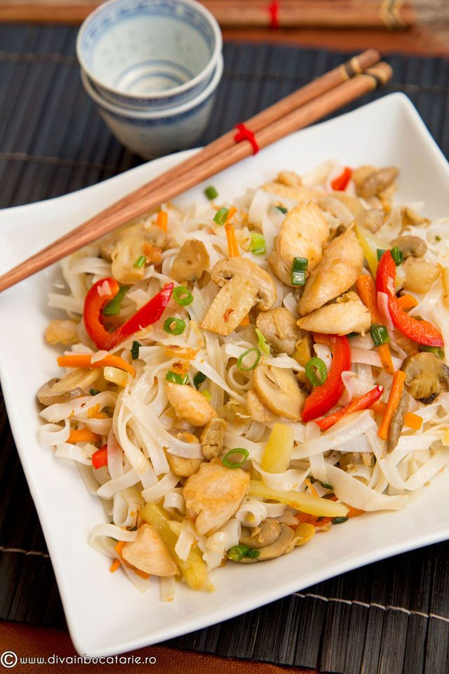 taitei-de-orez-cu-pui-si-legume-0 Chiar si in retetele pregatite in stil asiatic putem folosi ciuperci conservate in mod sanatos de la Sun Food. Sunt conservele mele preferate si va spun sincer ca nu imi lipsesc din casa.