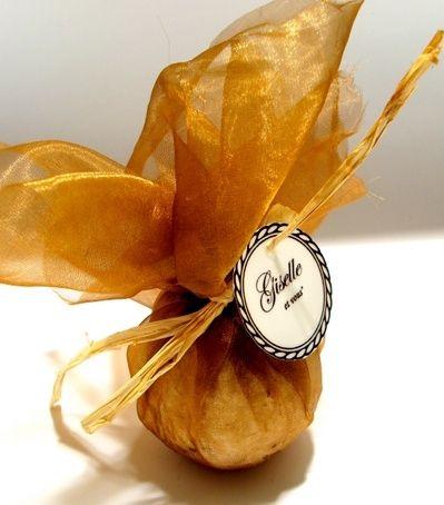 Walnut leaf bath bomb /Main ingredients: walnut leaf extract, jojoba oil, corn starch, vitamin C, essential oils, vitamin E / 100% natural organic product