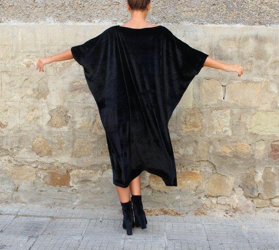 Questo abito di velluto è la nostra nuova collezione FW incredibile! Questo abito da cocktail è la scelta perfetta per ogni momento speciale - il vestito da partito superba! Il vestito migliore vacanza! Qui puoi trovare plus size abiti per le donne e sarete molto soddisfatti con il nostro design, qualità e tessuti!  Abito in velluto incredibile, fatto per il corpo delle donne tutti i tipi - questo modello può essere indossato da tutte le taglie!  Abito chic, elegante, bellissimo, Haute…