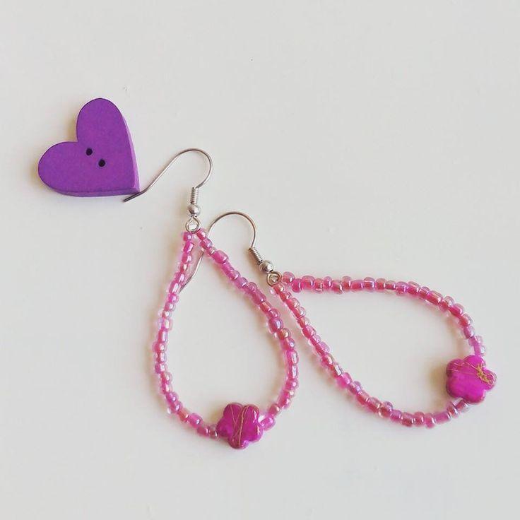 #orecchini a goccia con rocailles #rosa iride e perla a fiore #fucsia / #earrings : Orecchini di #elenalucc