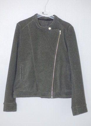 À vendre sur #vintedfrance ! http://www.vinted.fr/mode-femmes/autres-manteaux-and-vestes/30957797-veste-polaire-grise-ikks-taille-44
