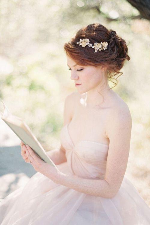 Caroline Tran Photography, coiffure mariée, bride, mariage, wedding, hair, hairstyle, braid, updo, chignon, tresse, couronne fleurs, headband