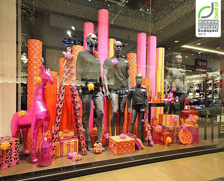 photographer retail christmas in store displays | Tezenis Christmas windows 2012, Budapest