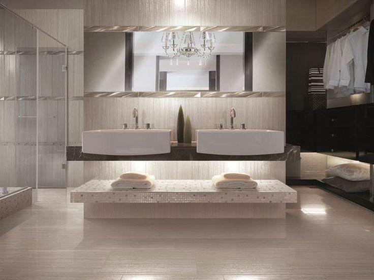 salle de bains de luxe avec un carrelage mural et de sol de couleur champagne