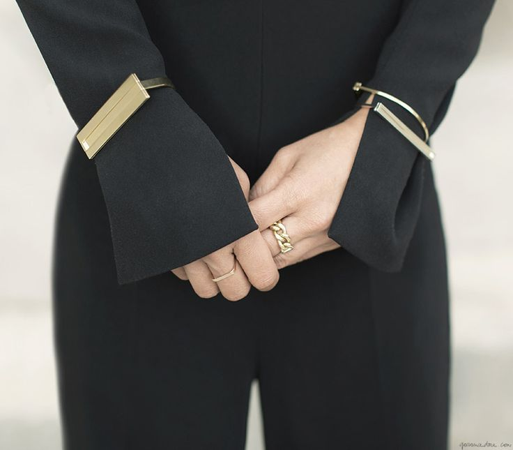 Depois de um momento barroco, o minimalismo está de volta com colares, pulseiras e anéis delicados, mas cheios de bossa, vem ver!