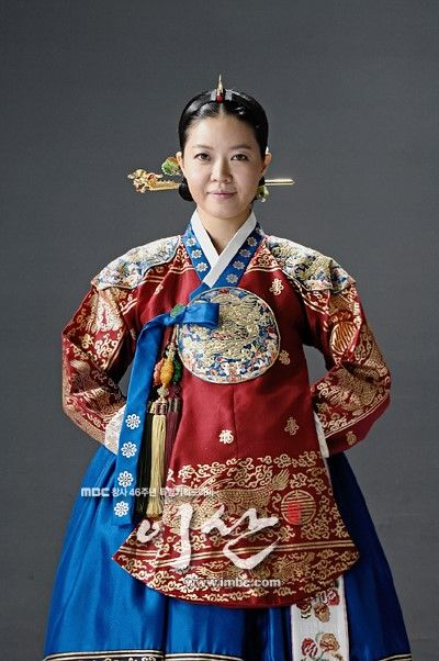 Yi San (Hangul: 이산; hanja: 李祘), also known as Lee San: The Wind of the Palace, is a 2007 South Korean historical drama, starring Lee Seo-jin and Han Ji-min] It aired onMBC from September 17, 2007 to June 16, 2008 on Mondays and Tuesdays 정순왕후 김여진