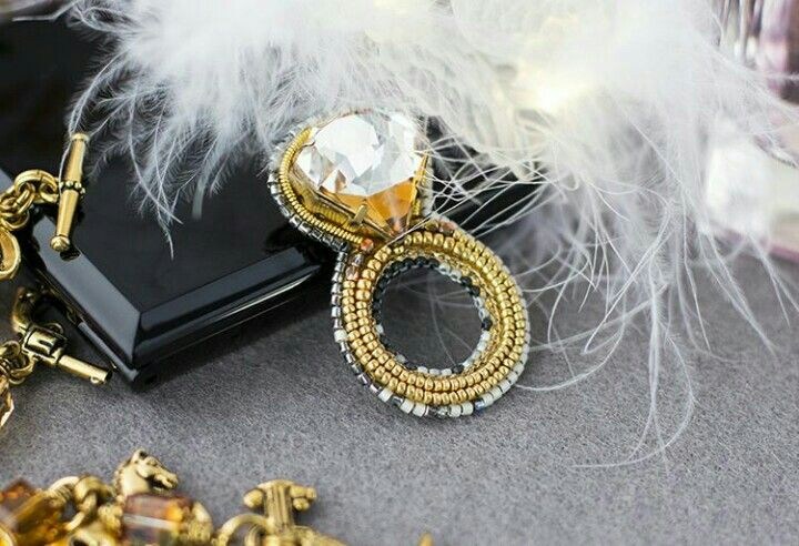 Gold ring broach