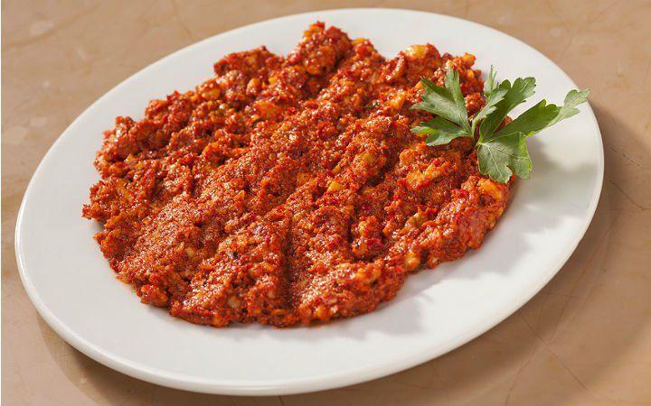 Ceviz parçaları, bayat ekmek içi, acı biber salçası, domates salçası ve baharatlar ile hazırlanan meze tarifi muhammara, aynı zamanda kahvaltılık bir sos.