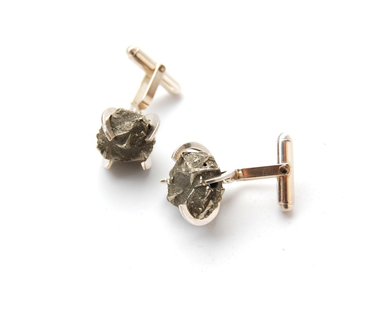 Roua de argint - Romanian Jewelry Designer  148.03€  Pyrite Cufflinks  Made of: 925 sterling silver, pyrite.  Diameter: 17 mm.