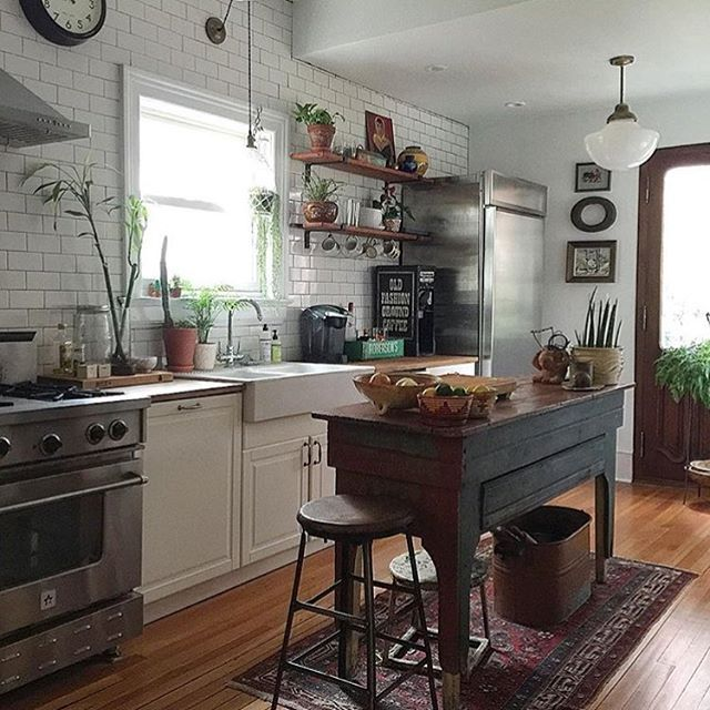 Loving @ball_and_claw_vintage's kitchen on this basically cloudy afternoon. #SOdomino #kitchendecor #interiorinspo